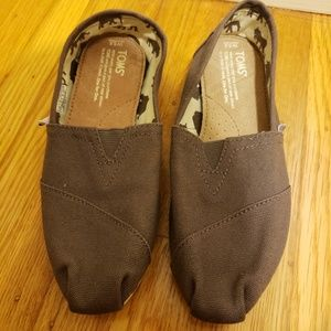 New Gray Tom's slip on flats size 5.5